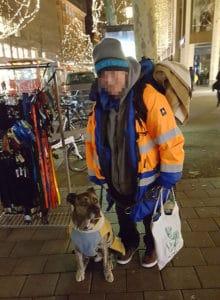 Winteraktion für Obdachlose mit Hund